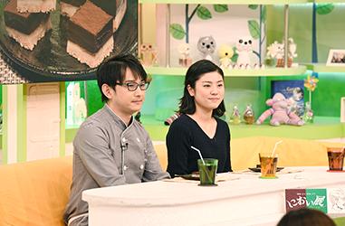 鈴木さんとアナウンサーの写真